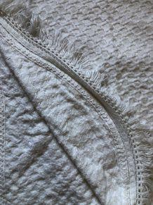 Couvre lit en crochet écru