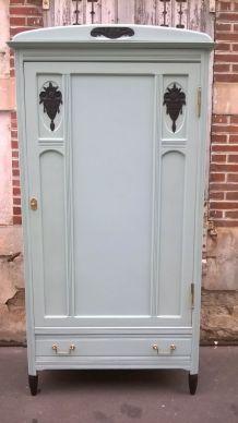 Petite armoire parisienne