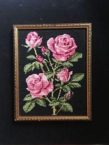 Canevas vintage aux roses brodées.