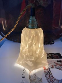Lampe baladeuse vintage en en verre de Clichy blanc