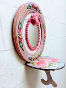 Cadre vintage, miroir à roses peintes et console