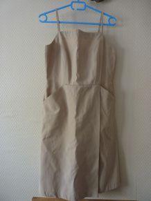 Robe beige à bretelles et à poches