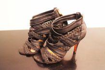 Sandales à talon en cuir tressé noires