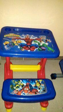 Bureaux Spiderman et Hello Kitty en plastique pour enfants