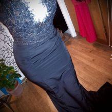 robe longue noir et dentelle