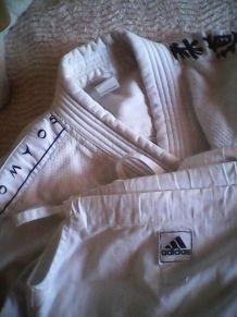 Trois tenues judo pantalons et vestes 170/190