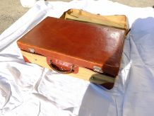Valise en cuir avec sa housse en tissu