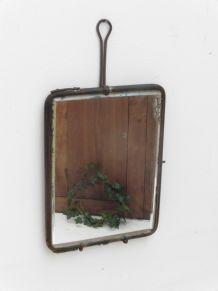 Très ancien miroir de barbier