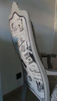 Fauteuil Voltaire tissu journaux