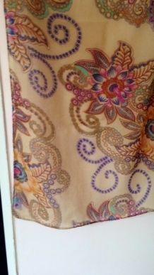 Foulard fantaisie - motifs floraux multicolores