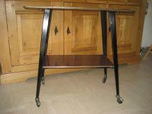 table à roulettes pour télévision en formica