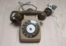 Téléphone fixe à cadran vintage de 1974