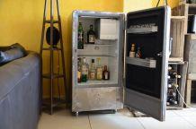 Frigo décliné en bar industriel vintage des années 50