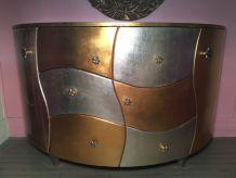 Commode bombée en bois, peinture dorée et argentée