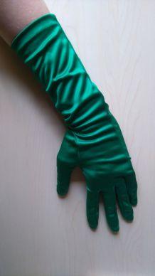 Paire de gants synthétiques verts