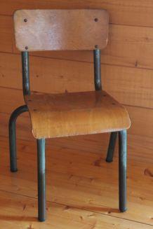 Petite chaise d'écolier