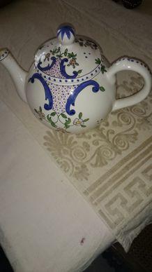 théière,en porceloaine portugaise