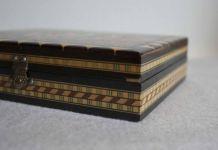 boîte à bijoux en bois marqueté