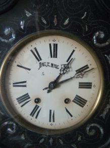 Horloge oeil de boeuf nacré