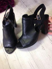 Chaussures à talon en cuir noir