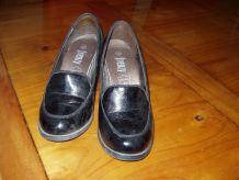 chaussures noires brillantes