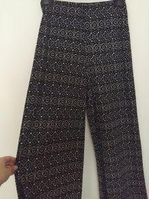 Pantalon fluide large esprit 70's imprimé noir et marine