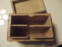 jolie boite ancienne laquée et peinte à la main