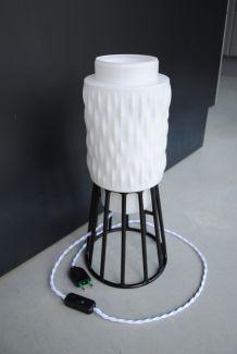 Lampe a poser ,globe en verre blanc année 60
