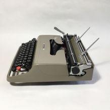 """Machine à écrire Olivetti Lettera 22 """"Pasolini"""""""