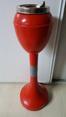 cendrier rouge pied tulipe