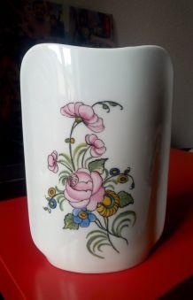 Joli vase en céramique (Peint à la main)