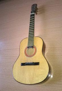 Superbe petite guitare miniature ancienne avec étui pour poupée ou collection
