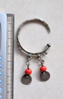 Bijou Berbère ancien / Maroc - Boucles d'oreille / anneaux en argent et corail