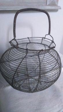 Panier ancien en fil de fer