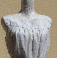 Robe vintage blanche avec broderies anglaises blanches et bleues de la taille 38 à 46