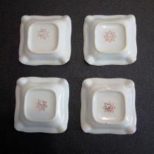 4 petits cendriers en porcelaine