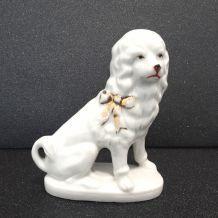 petit chien ancien en porcelaine allemande