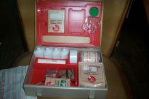 ancienne boite métal à pharmacie premier secours