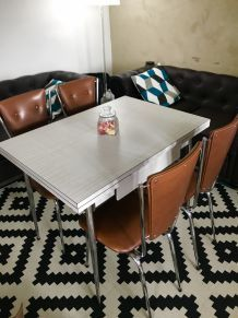 Tables en formica avec 4 chaises