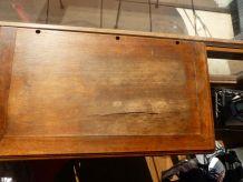 Meuble ancien en bois avec instruments de musique