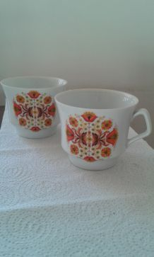 Deux grandes tasses, porcelaine Vercor