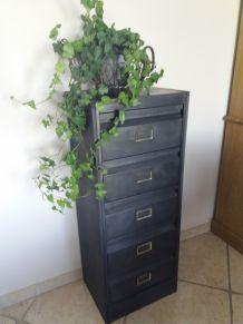 Vieux meuble à clapet