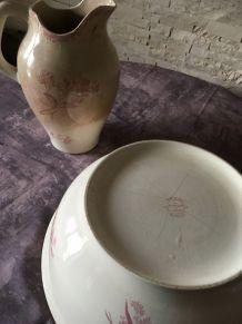 Broc et bassine en terre de fer dentelles