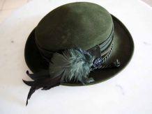 Chapeau autrichien tyrolien à plumes vintage