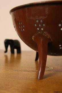 Passoire émaillée de couleur marron