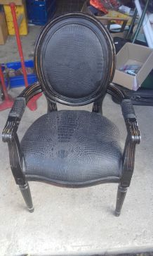 fauteuil baroque avec assise cuir style croco