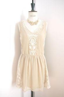 42e814239e2 Robe neuve en dentelle de couleur beige style bohème ...