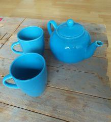 Service Théière et tasses bleu céleste