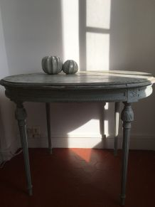 Petite table ancienne