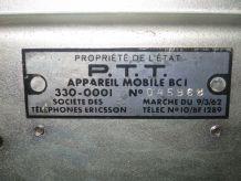 Ancien téléphone en bakélite noir mat